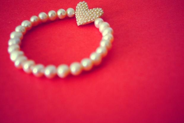 Lauren Comrad pink pearl bracelet