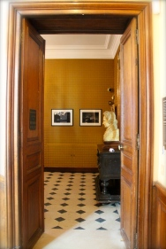 Entrance to the antechamber with original marble floors. This room recalls the era before the poet and family took residence in Place Royale.