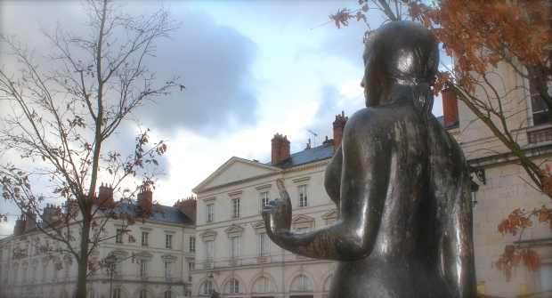 Jeanne de Arc in front of the Office de Toursim.